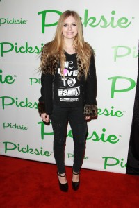 Аврил Лавин, фото 13800. Avril Lavigne - Picksie 2.0 launch at Lucky Strike in NYC, november 22, foto 13800