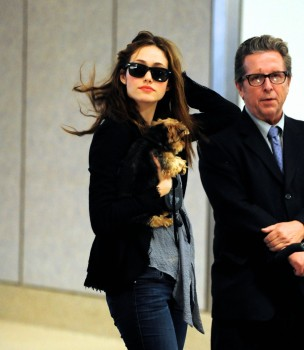 Эмми Россам, фото 3316. Emmy Rossum Looks Great with Her Dog LAX 2/17/12, foto 3316