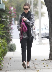 Мэнди Мур, фото 3402. Mandy Moore goes shopping before heading to the Byron and Tracey Salon, february 27, foto 3402