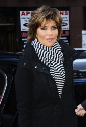 Лиза Ринна, фото 852. Lisa Rinna - 'Today' show in NYC (March 6), foto 852