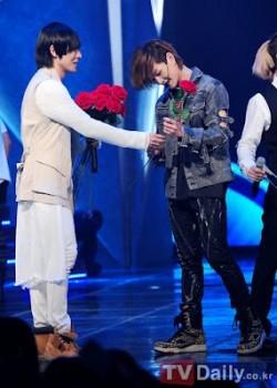 [Info] Amizade próxima de Onew e Lee Joon (MBLAQ) chama atenção mais uma vez Dddfc4181571813