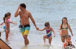 3 Septiembre - Peter Facinelli se lo pasa en grande con sus hijas en Hawaii  22366e208703429
